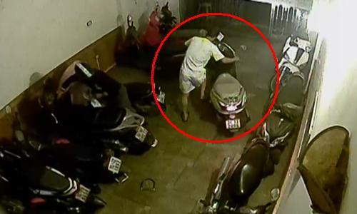 Camera quan sát ghi hình 2 kẻ trộm liều lĩnh